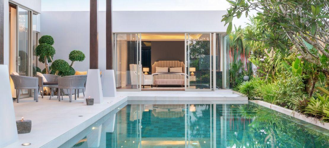 Intégrer une piscine à l'intérieur d'une maison: nos conseils travaux