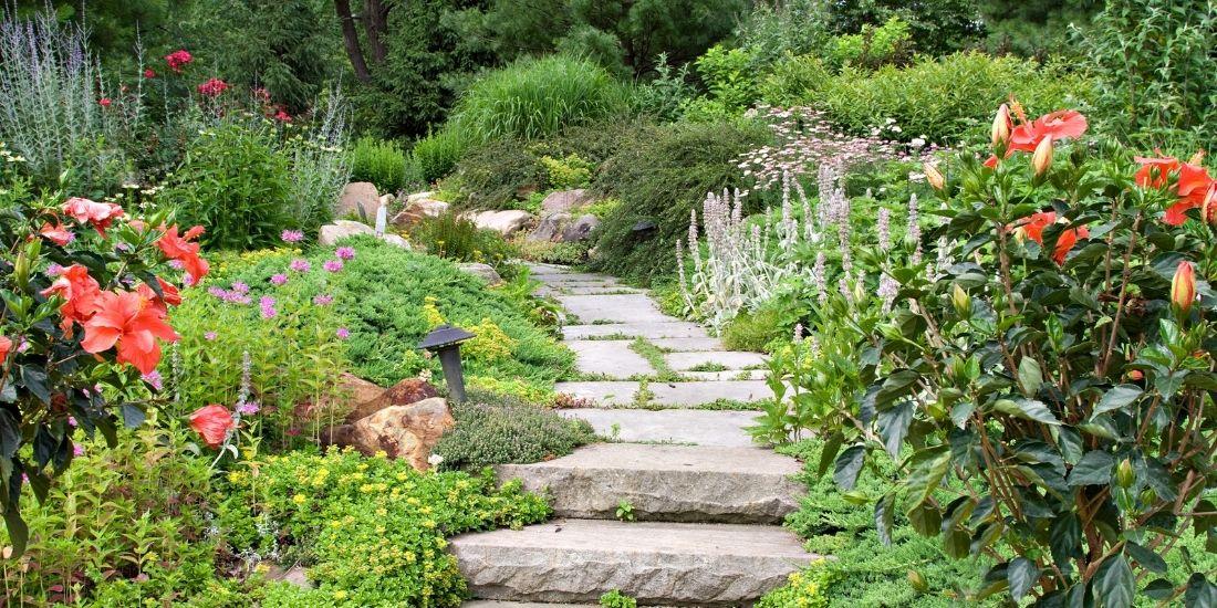Les astuces pour créer un chemin de jardin