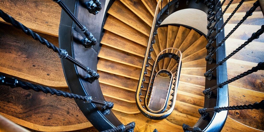 Ravalement et peinture de cage d'escalier